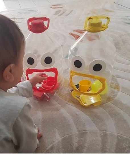 homeschool plastic bottle color matching activity